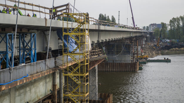 Ratusz nadal czeka na miliony za spalony most