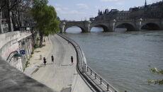 Puste ulice w Paryżu (PAP/EPA/Julien de Rosa)
